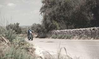 Pastori in moto: percorrere la Sardegna su due ruote