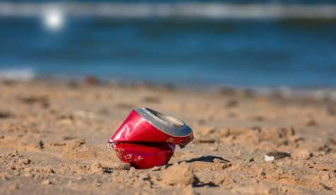 Le spiagge sarde sono ancora piene di rifiuti
