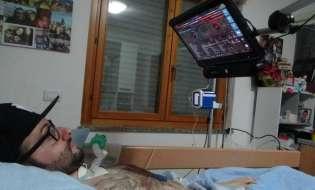 """Andrea, il malato di Sla è diventato cantante: """"Con un sintetizzatore ho ritrovato la voce"""""""