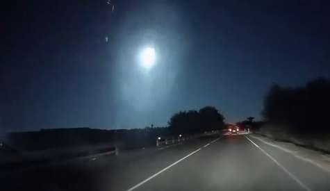 Il video della scia luminosa avvistata ieri in Sardegna