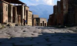 Se erutta Vesuvio abitanti di Pompei evacuati in Sardegna