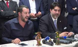 Niente Sardegna nel tour di Salvini e i social attaccano: ha paura